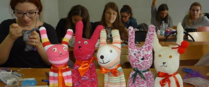 """Студенты Института детства приняли участие в мастер-классе """"Новая жизнь старых вещей"""""""