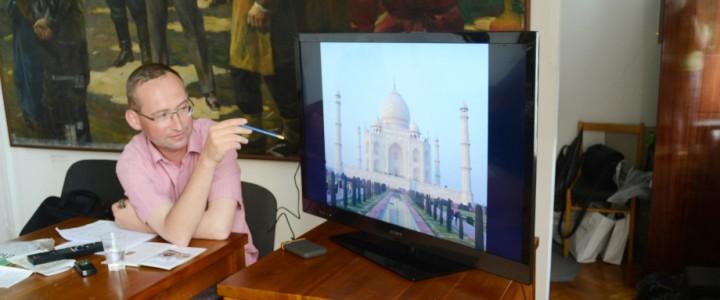 В Манеже состоялся вечер «Искусство путешествий. Индия и семья Ганди» при поддержке дискуссионного клуба МПГУ Арткит