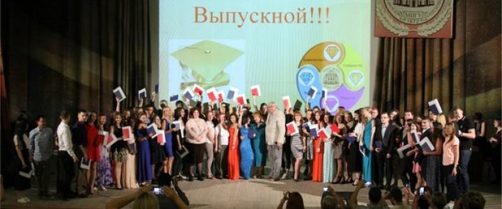 В Институте социально-гуманитарного образования прошло вручение дипломов