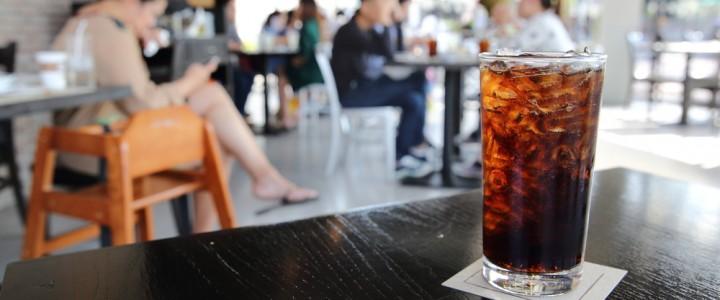 Ученые: Отказ от одного стакана сладкой газировки улучшит здоровье