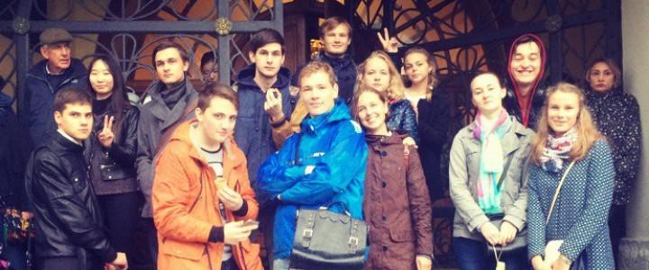 Студенты-историки устроили квест по историческим местам Москвы