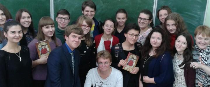 Студенты Института филологии встретились с самарской писательницей Викторией Ледерман