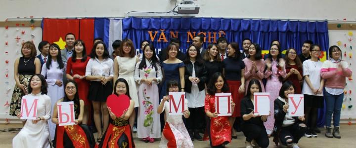 Вьетнамские студенты организовали праздничный концерт, посвящённый дню учителя во Вьетнаме