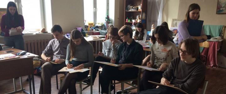 Студенты Института искусств дают уроки