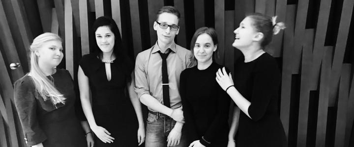 Студенты факультета педагогики и психологии посетили Московский театральный центр Вишневый сад под руководством Александра Вилькина