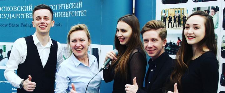 """Музыкальный факультет на международной выставке """"Образование и карьера"""""""