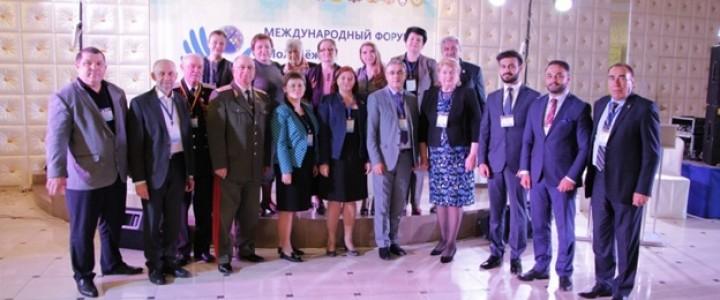 Ученые-политологи на форуме в Ставрополе