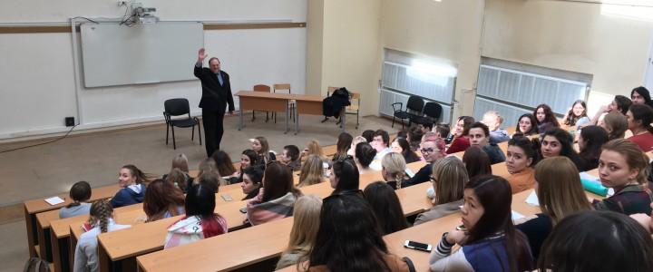 Лекция Дэвида Вонсборо для студентов Института иностранных языков