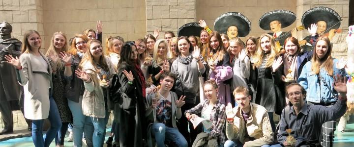 """""""Познать мир и принять его многообразие"""": студенты-культурологи побывали в """"Этномире""""!"""