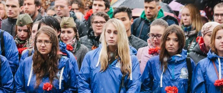 8 мая Волонтерский центр МПГУ принял участие в торжественной церемонии у Вечного огня на Могиле Неизвестного Солдата