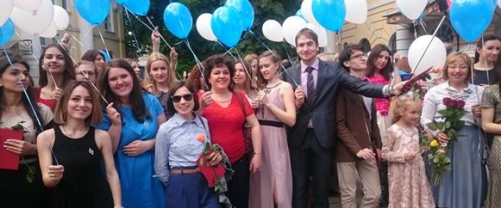 Вручение дипломов с отличием выпускникам Института детства