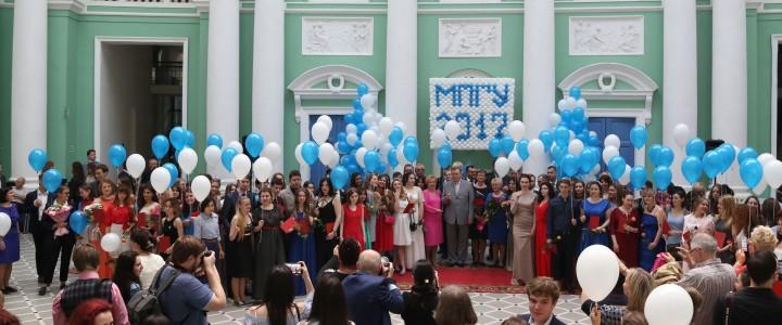 27 июня 2017 г. Торжественное вручение дипломов с отличием   выпускникам всех институтов и факультетов