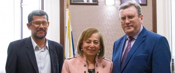 Чрезвычайный и Полномочный Посол Республики Гватемала в РФ госпожа Годинес Сасо посетила МПГУ