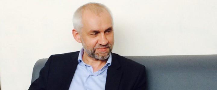 Заместитель директора ИИиП В.Л. Шаповалов ответил на волнующие студентов вопросы