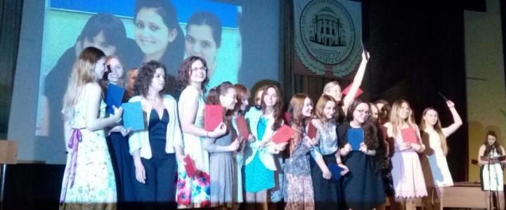Поздравляем выпускников Института детства!
