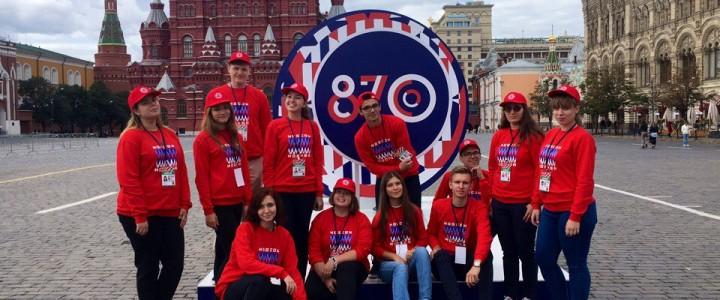 Волонтерский центр МПГУ помогал в организации церемонии открытия Дня города на Красной площади!
