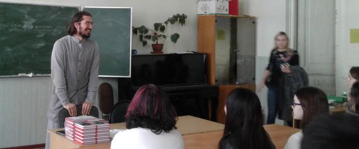 Презентация книги «101 христианская притча» на китайском языке