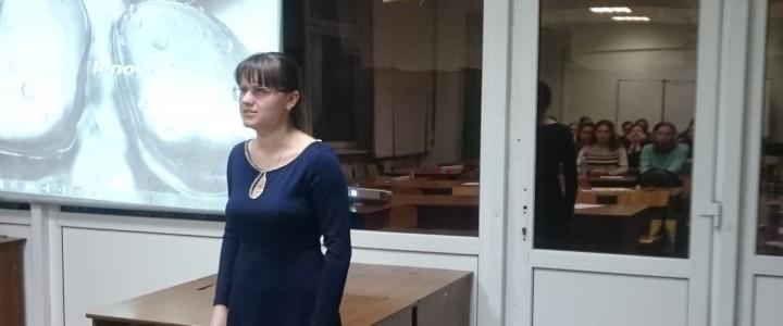 """Студентка Института иностранных языков спела для участников конкурса """"Педагогический дебют"""""""