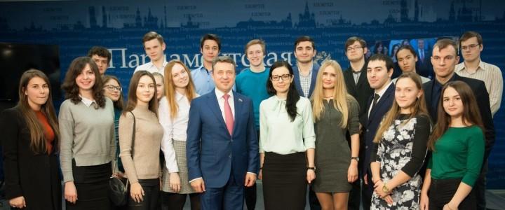 Студенты ГМУ ИСГО приняли участие во встрече с депутатом Госдумы Анатолием Выборным