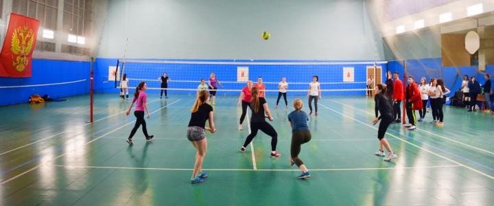 Студентки 1 курса Института физической культуры, спорта и здоровья стали победителями в турнире по волейболу