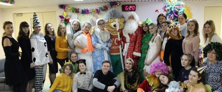 Проект «Сотворившие чудо» и Yo-вожатые с Новогодней сказкой в НИИ нейрохирургии им. Н.Н. Бурденко