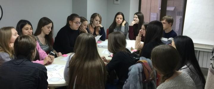 Студенты Института филологии посетили Центральную городскую молодёжную библиотеку им. М. А. Светлова