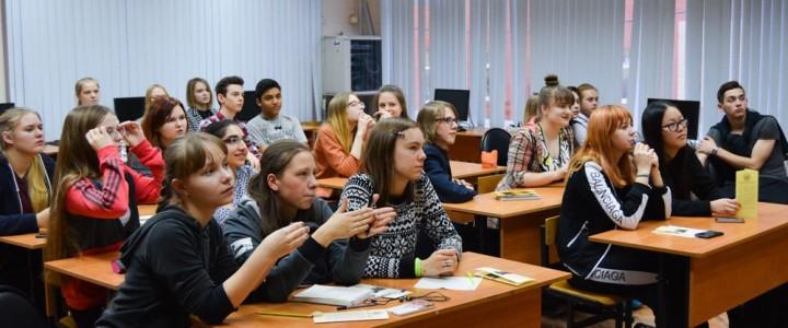В рамках профориентационной работы со старшеклассниками преподаватели и студенты ИСГО посетили город  Королёв.