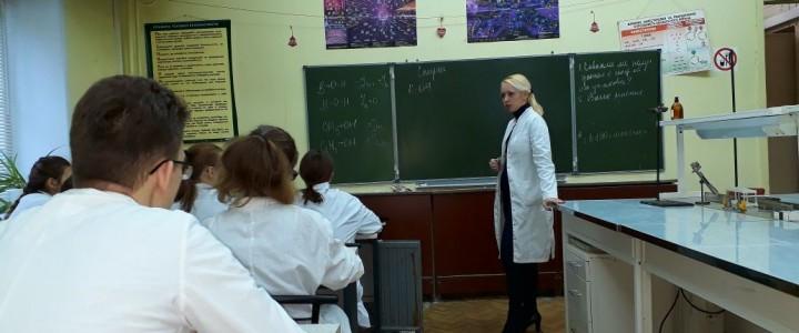 """Учащиеся ГБОУ """"Гимназия № 1590"""" и занятие по спиртам"""