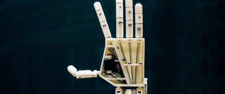 Механическую руку научили переводить слова на язык жестов