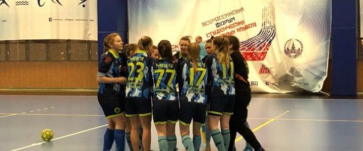 Сборная МПГУ по женскому футболу обыграла соперниц из МГУ