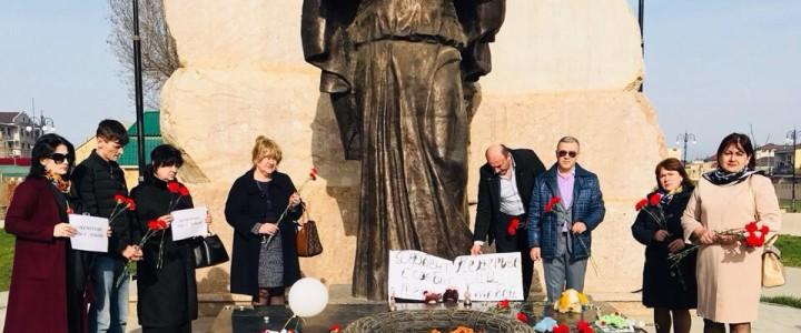 28 марта в России общенациональный траур. В  Дербенте состоялся митинг-реквием в память о погибших при пожаре в Кемерово.