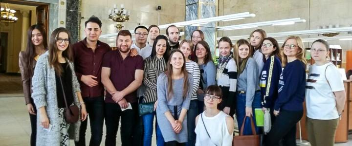 Иностранные студенты Института иностранных языков посетили Российскую Государственную Библиотеку