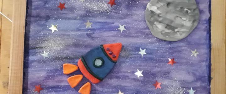 Студенты факультета дошкольной педагогики и психологии подготовили выставку «Дню космонавтики посвящается»