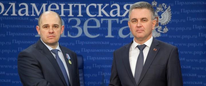 Президент Приднестровья наградил российских журналистов государственными наградами республики