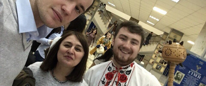 """Студенты ИБХ посетили фестиваль """"Дружбы народов"""""""