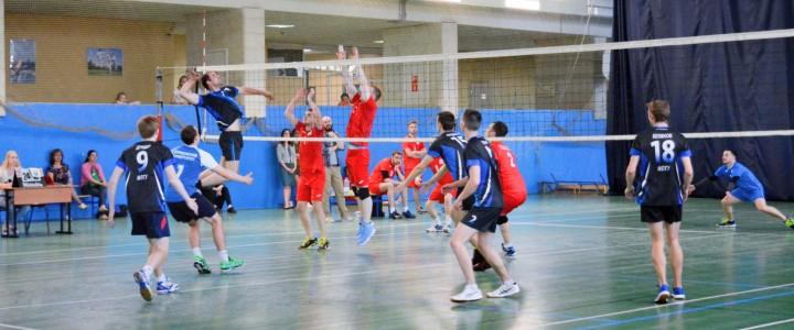 Мужская сборная МПГУ по волейболу успешно провела заключительную встречу соревновательного сезона