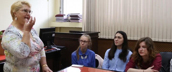 Участники Студенческого парламентского клуба продолжают осваивать технику речи