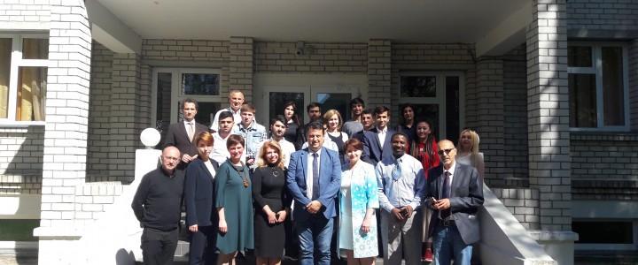Сотрудники Управления международных связей на семинаре «Практика работы с иностранными студентами и выпускниками вузов России»