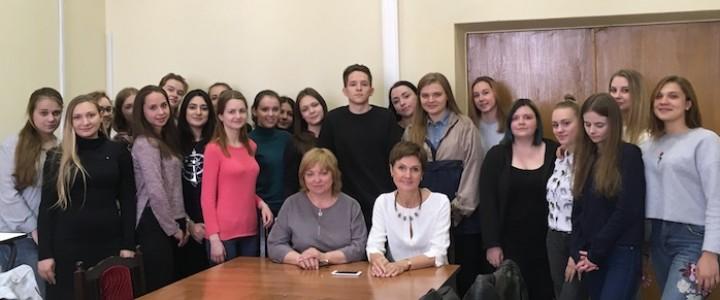 Студенты Института филологии прошли практику в Управлении межрегионального сотрудничества
