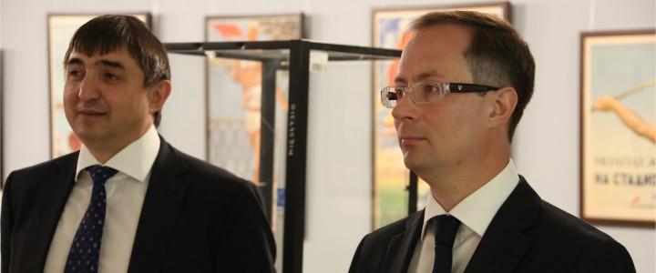 Министр физической культуры и спорта Московской области Роман Терюшков посетил выставку по истории спорта и Олимпийского движения в Музее МПГУ