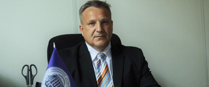 Проректор по развитию МПГУ Василий Вячеславович Страхов ответил на вопросы нашего корреспондента