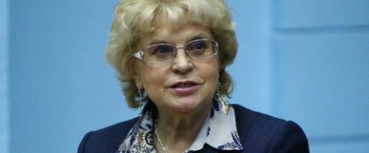 Заведующая кафедрой журналистики и медиакоммуникаций ИЖКМ МПГУ Валентина Славина рассказала о магистерской программе «Политическая журналистика»