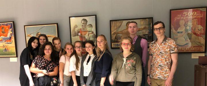Первокурсники факультета Дошкольной педагогики и психологии познакомились с частной коллекцией спорта и Олимпийского движения в музее МПГУ