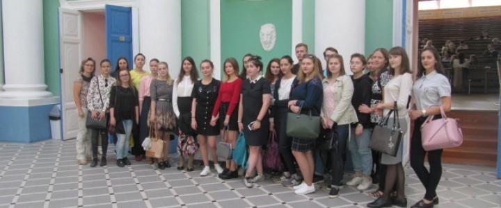 Экскурсия для студентов Института филологии в Музей МПГУ