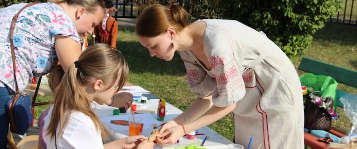 В День города студенты провели мастер-классы по традиционным промыслам народов России