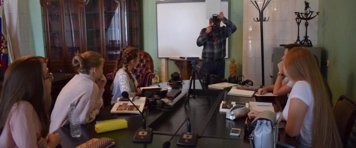 Все о хорошем фотокадре: лицеисты-журналисты побывали на первой университетской среде