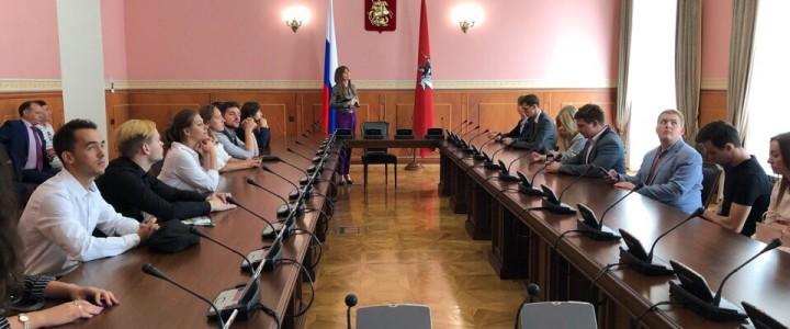 Будущие управленцы побывали в Московской городской Думе