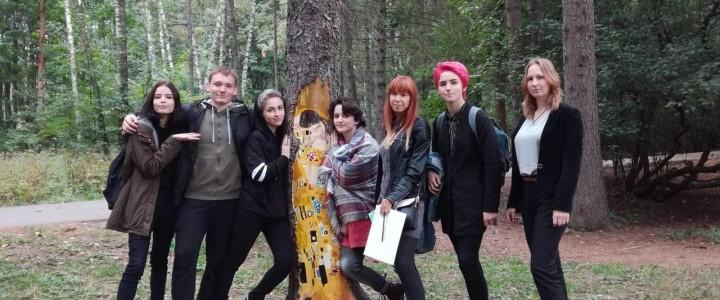 Ученики художественного профиля Лицея МПГУ  на пленэре в Усадьбе Кусково.