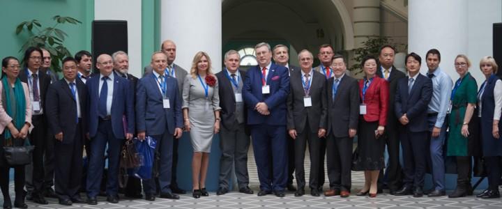 В МПГУ начал работу Форум Китайско-российского союза высших педагогических учебных заведений
