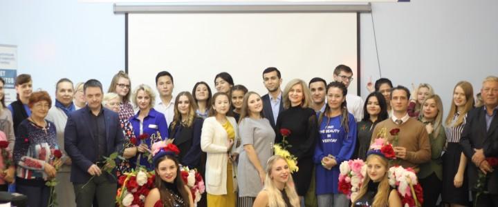 Студенты Покровского филиала поздравили преподавателей с днём учителя